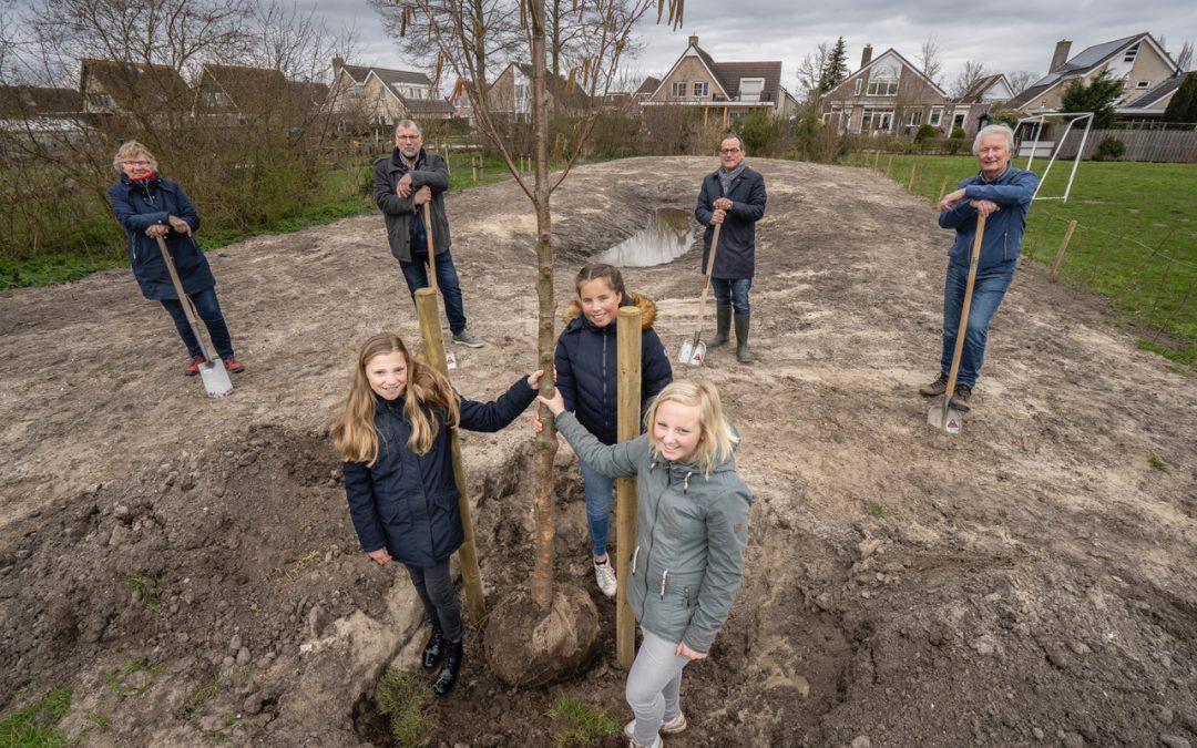 Eerste boom geplant van 2.021 extra bomen in Molenlanden